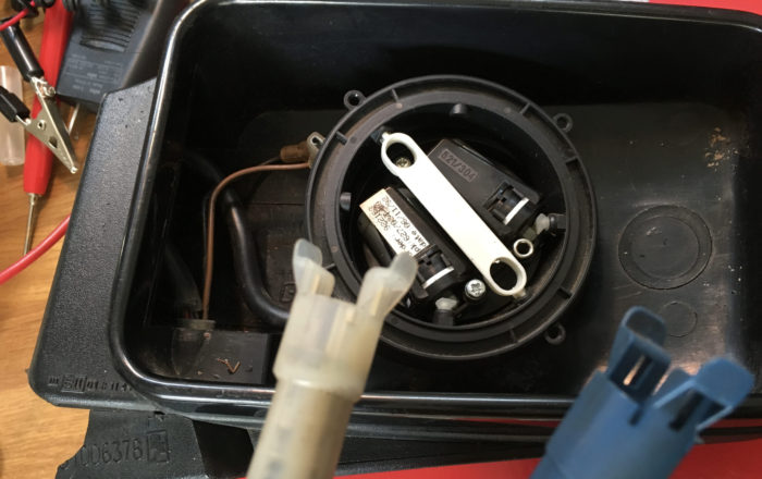 KAレンジのミラーは2個のモーターでコントロールされる